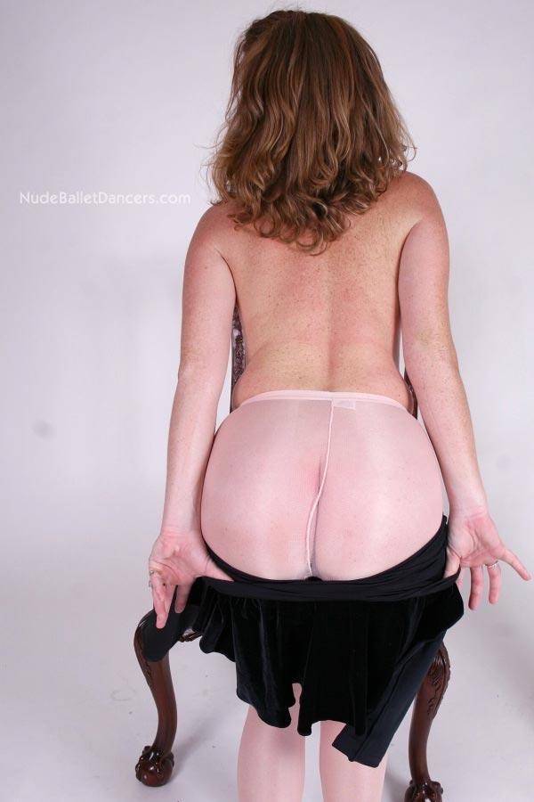 Naked ballet girl