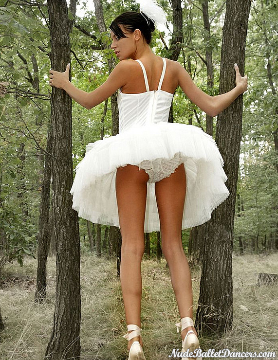 Ballet Teen Girl Gets Undressed For You In Nude Ballet Show
